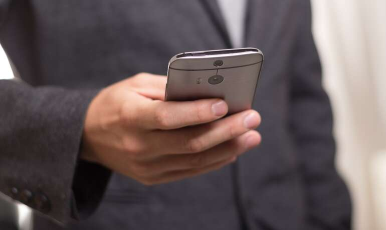 HOW TO KEEP YOUR SMARTPHONE FROM OVERHEATING